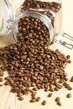 倒的豆咖啡 免版税库存照片