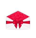 倒空与桃红色弓丝带的开放白色信封,隔绝在丝毫 免版税库存照片