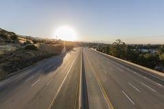 倒空十条车道高速公路日出 免版税图库摄影