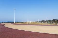 倒空在海滩前的被铺的和被仿造的散步 免版税图库摄影