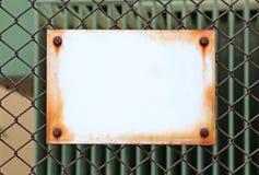 倒空在金属篱芭的标签 库存图片