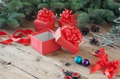 倒空开放圣诞节礼物盒 免版税库存图片