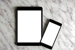 倒空普通片剂个人计算机和机动性在白色大理石顶部 免版税库存照片