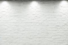 倒空有卤素的白色墙壁与3盏灯 库存照片