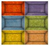 倒空有多颜色马赛克墙壁的未来派室 免版税库存图片