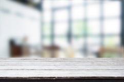 倒空木桌和室室内装璜背景,刺 免版税库存照片