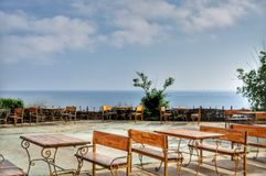 倒空海滩咖啡馆 免版税库存图片