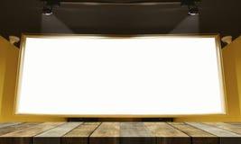倒空礼物的木桌地板并且显示产品在演播室与大空白的广告牌的屋子背景里 免版税库存照片