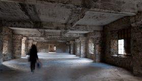 倒空被放弃的蠕动室丝毫鬼魂走 库存照片
