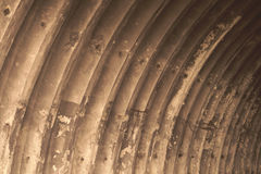 倒空被放弃的飞机棚纹理背景 图库摄影