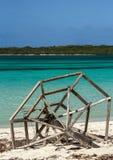 倒空离开的海滩Cayo吉列尔莫海岛。 免版税库存照片