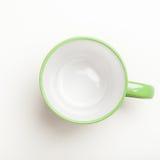 倒空绿色咖啡,茶杯子,杯子,在白色的顶视图 免版税图库摄影