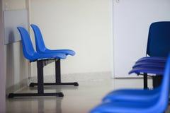 候诊室蓝色主持门 库存图片