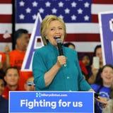 总统候选人希拉里・克林顿竞选在Oxnard,加州a 免版税图库摄影