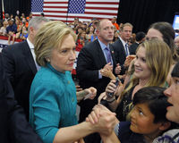 总统候选人希拉里・克林顿竞选在Oxnard,加州a 免版税库存图片