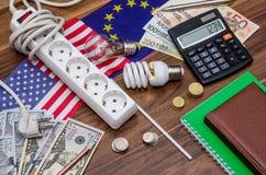 债券计算器可能容易地更改概念记事本美元经济招待信包登记货币拥有笔节省额储蓄几税务他们到您 与美元和欧洲钞票的电灯泡 库存图片