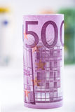 价值堆积的数百张欧洲钞票 欧洲金钱概念 劳斯欧元钞票 钞票概念性货币欧元五十五十 图库摄影