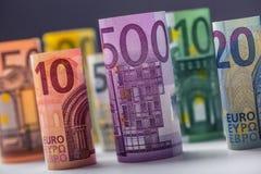 价值堆积的数百张欧洲钞票 欧洲金钱概念 劳斯欧元钞票 钞票概念性货币欧元五十五十 免版税图库摄影