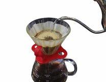 倾吐在白色背景或手工滴水咖啡隔绝的咖啡或手滴水 免版税库存图片