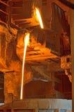 倾吐在铁路容器的液体金属 库存照片