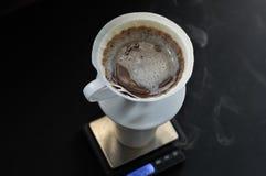 倾吐或递滴水咖啡 免版税库存照片