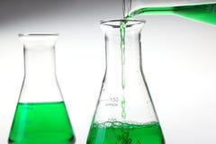 倾吐的液体化学制品 免版税库存照片