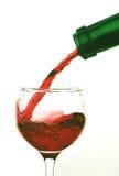 倾吐的红葡萄酒 免版税库存图片