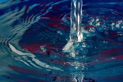 倾吐的水 免版税图库摄影