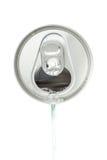 倾吐从铝饮料罐头的白色苏打顶视图 免版税库存图片