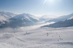 倾斜和峰顶在阿尔卑斯 库存照片