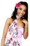 倾斜对墙壁的美丽的年轻非洲妇女 图库摄影