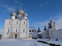 假定大教堂和钟楼的看法 图库摄影