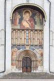 假定大教堂的门户在克里姆林宫,俄罗斯 免版税图库摄影