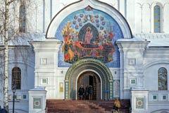 假定大教堂门面在雅罗斯拉夫尔市,俄罗斯 免版税库存图片