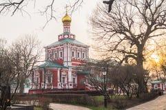 假定教会在Novodevichy女修道院,莫斯科 免版税图库摄影