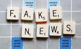 假新闻-概念比赛拼写伪造品新闻 免版税库存图片