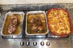 假日午餐用准备好的食物 免版税库存图片