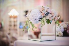 假日和婚姻的花卉装饰的美丽的花束 库存照片