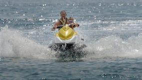 假日喷气机滑雪的金黄沙子瓦尔纳 免版税库存图片