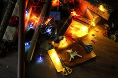 假日圣诞节的礼品包装材料纸 库存图片