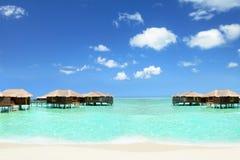 假日在村庄的马尔代夫在水 免版税库存图片