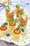 假日开胃菜用三文鱼和红色鱼子酱 免版税库存照片