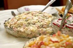 假日桌用沙拉 免版税图库摄影