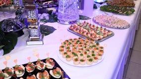 假日桌用海鲜鱼小龙虾 股票视频