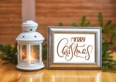 假日背景-烛台和框架与文本圣诞快乐 书法字法 库存图片