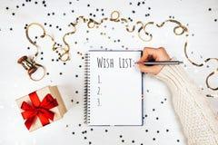 假日装饰和笔记本有愿望的 免版税库存照片