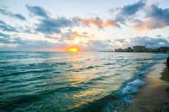 假期在一种热带手段在海洋附近 免版税库存照片