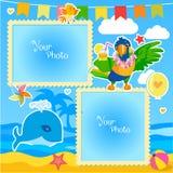 假期夏天与海、鲸鱼和鹦鹉的照片框架 婴孩的装饰动画片模板 库存图片