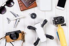 假期旅行和博客作者的高科技机件 图库摄影