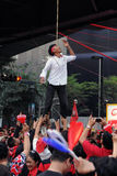 假装停止在红色衬衣拒付在曼谷 免版税库存照片